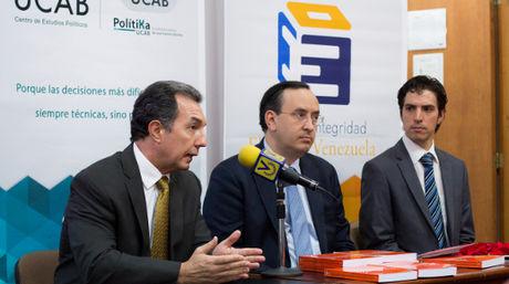 Benigno Alarcón, Jesús María Casal y Héctor Briceño (de izquierda a derecha) presentaron el Proyecto Integridad Electoral Venezuela | Foto Cortesía UCAB