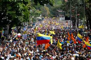 Opposition demonstrators take part in a protest against Venezuela's President Nicolas Maduro's government in Caracas February 12, 2014. One person was killed during standoffs at the end of an anti-government rally in Caracas on Wednesday, witnesses said, escalating the worst bout of unrest in Venezuela since protests against Maduro's April 2013 election. REUTERS/Carlos Garcia Rawlins (VENEZUELA - Tags: POLITICS CIVIL UNREST)