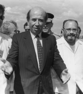 (foto de archivo) Carlos Andres Perez, en Nicaragua durante la toma de posesion de do–a Violeta, abril de 1990