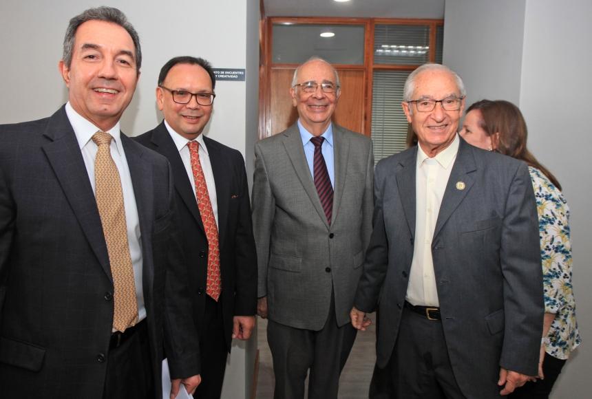 Benigno Alarcón, el decano de la Facultad de Derecho de la UCAB, Salvador Yannuzzi; Arnoldo Gabaldón, miembro de número de la Academia Nacional de Ingeniería y Hábitat y el exrector Luis Ugalde s.j.