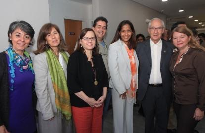 La embajadora Isabel Brilhante con las coordinadoras de Creemos Alianza Ciudadana, Angélica Machado y Alba Purroy junto al padre Ugalde