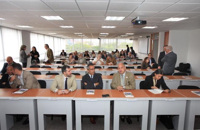 Acompañaron los representantes diplomáticos de Brasil, Canadá, España, Estados Unidos, Japón, Países Bajos, Polonia y Reino Unido